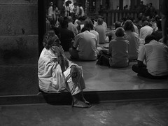 In the ashram .... (Chris Jadoul) Tags: chrisjadoul nb bw ashram tiruvannamalai india inde devotion