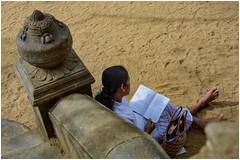 the girl reading  a book ... (miriam ulivi - OFF /ON) Tags: miriamulivi nikond7200 ragazza girl tempio temple libro book sabbia sand scala stairs