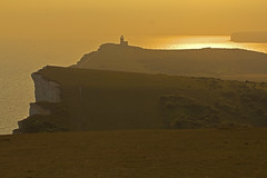 Ondulato / Rolling (Beachy Head, East Sussex, United Kingdom) (AndreaPucci) Tags: beachyhead eastsussex uk andreapucci sunset lighthouse sevensisters belletout cliffs white