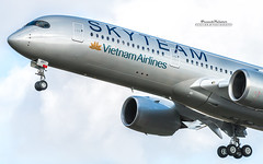 Airbus A350 Vietnam Airlines Skyteam (French_Painter) Tags: airbus a350 vietnam airlines skyteam a350msn197 fwzfn vna897