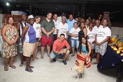 """Muito bacana o """"Projeto Apenas um Amigo"""", realizado pelo Silvinho do Peixe, no bairro de Ricardo de Albuquerque, na zona norte do Rio.  Ele, com a colaboração de voluntários, leva aos moradores de várias comunidades alimentos de primeira necessidade e pei"""