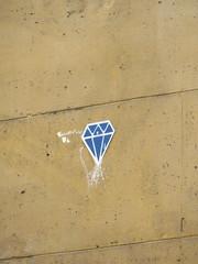 Diamantaire (emilyD98) Tags: streetart street art rue mur wall paris insolite urban exploration explore installation collage colours france artiste gallery mirror miroir diamant diamond le diamantaire pochoir stencil
