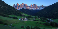 Santa Magdelena - Dolomites - Italie (chassamax) Tags: 1x2 boyer canon6d church color couleur dolomites dolomiti europe formatpaysage green italia italie italy landscape maxence maxenceboyer maxenceboyerphoto montagne mountain nature panorama paysage santamagdalena sunset vert wwwmaxenceboyerphotocom église
