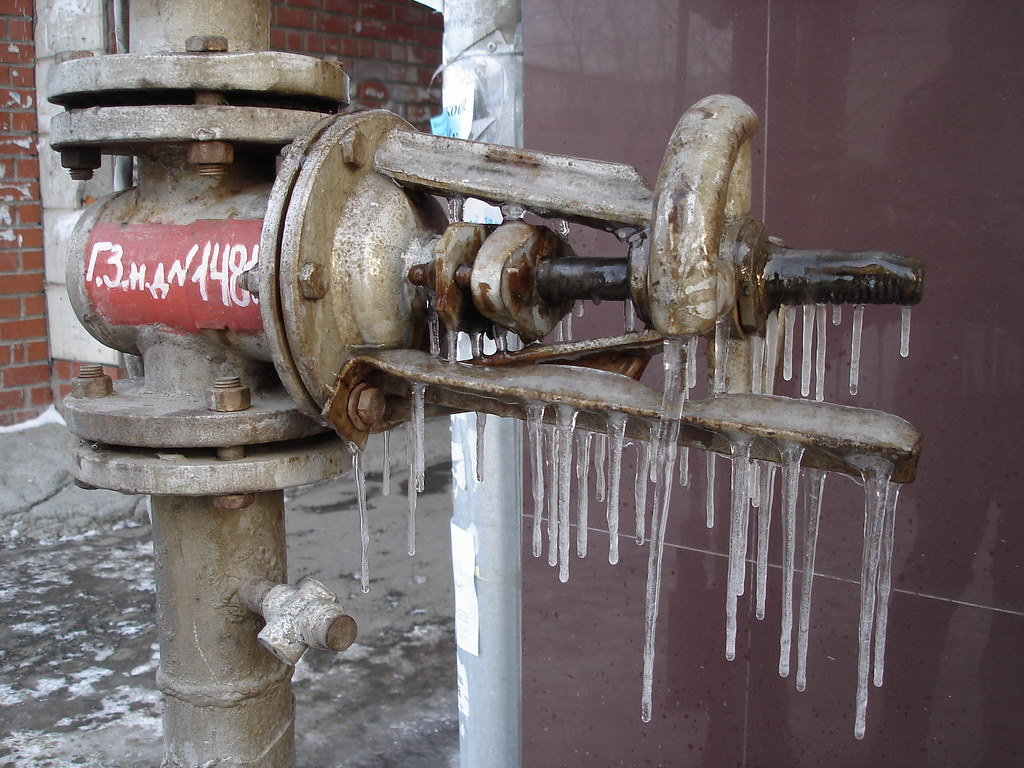 фото: Газовый кран с сосульками