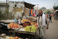 Streetlife in Agra (Iam Marjon Bleeker) Tags: india agra market fruit dag9md0c8356g