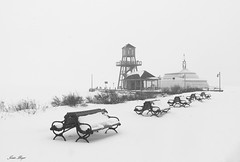 Le quai en hiver (josboyer) Tags: lac memphrémagog magog quai hiver neige vent bancs snow winter lake pier