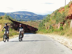 Beautiful panorama of the peaks, plateaus and valleys. Continue #cycling through the volcanic area and arrive in #Ampefy. #CycleMadagascar #MTB #mountainbike #stevens #rock_machine #cube #Madagascar #challenge #BikeHoliday #BikeExperience #culinaire #Rock (klaus.a.sperling) Tags: bikeexperience cycling mtb ampefy bicyclelicious mountainbike bikeholiday suntour challenge cyclemadagascar stevens rockshox culinaire cube rockmachine madagascar