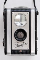Kodak Duaflex (pho-Tony) Tags: photosofcameras kodakduaflex kodak 620 mediumformat waistlevel pseudotlr box camera film 6x6 square 6cmx6cm ttv throughtheviewfinder