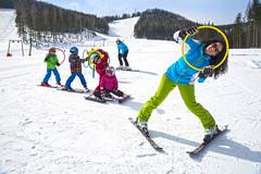 Kleine Skifahrer auf der Teichalm (Naturpark Almenland) Tags: almenland naturpark steiermark oststeiermark urlaub alm teichalm sommeralm winter wintersport natur