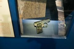 Pocket pistol used by Dutch resistance (quinet) Tags: 2017 amsterdam antik diamon dutchresistance gassen netherlands verzetsmuseum ancien antique diamond diamone factory museum musée northholland neterlands 528