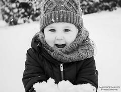 Ailïs (Maurice Maury Photographe) Tags: fillette littlegirl daughter snow neige hiver winter blackandwhite bnw noiretblanc sourire smile smiley photography photographer lovefamily family