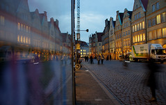 Auf dem Prinzipalmarkt Münster (ღ eulenbilder - berti ღ) Tags: blauestunde annette münster treibenlassen prinzipalmarkt