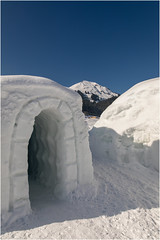 Iglu . Hohe Salve (:: Blende 22 ::) Tags: red heart iglu village igluvillage brixen winter wintertime snow canoneos5dmarkiv ef2470f28liiusm austria österreich mountains ski fog clouds white bluesky holiday tirol tyrol wilderkaiser sun star
