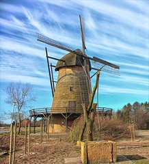...Laar Windmühle (jueheu) Tags: windmühle windmill mühle molen windmolen laar grafschaftbentheim niedersachsen lowersaxony deutschland germany duitsland himmel blau wolken sky clouds blue coudsporn brunnen februar winter