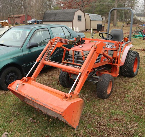 Kubota B2400 HST 4WD Tractor w/ Loader and 720 Hours ($5,824.00)