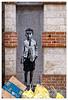 Un graffeur sachant graffer (Jean-Marie Lison) Tags: eos80d bruxelles ruedesrenards anciennecasernedespompiers graffe poubelles marolles