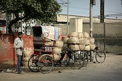 Streetlife in Agra (Iam Marjon Bleeker) Tags: india agra market peoplefromindia streetphotography streetlife streetview straatfotografie streetlifeinagra dag9md0c8327g2