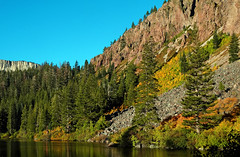 First Signs of Autumn, Twin Lakes, CA 2016 (inkknife_2000 (9 million views)) Tags: autumn fallcolor mammothlakes twinlakes california usa landscapes hillside dgrahamphoto lakeshore forest