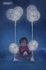 La repartidora de lunas. (dMadPhoto) Tags: retratos portraits landscape paisajes nature naturaleza moon luna glance mirada ojos smile sonrisa risa belleza beauty girls woman women madrid fantasy fantasía children niños baby babies digitalart digital art dmadphoto