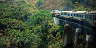 INDONESIEN, Java, mit dem Zug von Bandung nach Yogyakarta, 17208/9713