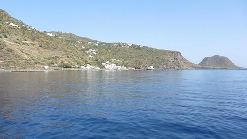 l'abitato di Pecorini Mare e a dx Capo Graziano