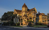 Victorian House in Alameda (Chris vT) Tags: alameda victorianhouse sunrise