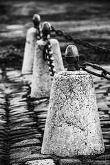 Chaine (Didier Mouchet) Tags: chaine borne noiretblanc placedecrête blackandwhite bw bianconero inbiancoenero monochrome didiermouchet d5300 nikond5300 nikon tamron16300