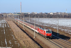 Červená čiapočka a Lišiak by Sadloň Richard - Vonku je príjemných -12°C a Vectron 383.103-9 v čele rýchlika 603 PSS Lišiak opúšťa s meškaním len osem minút Trnavu.