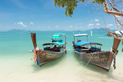 Anchoring at Pakbia island. :) (Gergely_Kiss) Tags: thailandboattrip oceanview whitesand thaiislands andamansea beachholiday dreamvacation longtailboats pakbiaisland tropicalparadise thaibeaches thailand