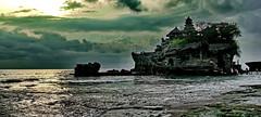 Bali: Tanah Lot (gerard eder) Tags: world travel reise viajes asia southeastasia indonesia bali sonnenuntergang sunset atardecer puestadesol wasser water wolken nubes clouds beach playa strand landscape landschaft l natur nature naturaleza outdoor tanahlot