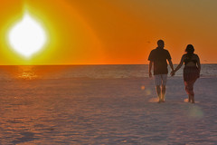 Love sunset (Jwaan) Tags: love sunset beach siestakey florida holdinghands walk sand couple orange brown yellow