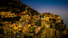 Manarola en color oro, Cinque Terre (pepoexpress - A few million thanks!) Tags: nikon nikkor d750 nikond750 nikond75024120f4 24120mmafs pepoexpress manarola italy cinqueterre goldenhour magichour horamágica horadorada acantilado atardecer city village architecture architecturesky © all rights reserved do use photography withaut permision allrightsreserved