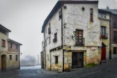 Veracruz (Héctor Cembe) Tags: street nice bonita calle niebla fog antigua casa spain