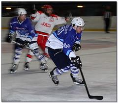 Hockey Hielo - 47 (Jose Juan Gurrutxaga) Tags: file:md5sum=55335cee7bf44d4d692f4087ebea34e9 file:sha1sig=c33189e91a23b72fdc97c81dc4fe31b357ae737f hockey hielo izotz ice txuri urdin txuriurdin jaca