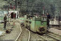 At Frontul 2/Plosca (combobyrudolf2) Tags: electrical electrified iron ore mine mining minerit locomotive train tunnel minaghelari ghelari gyalár govasdia govăjdia govajdia narrowgaugerailroad narrowgaugerailway narrowgauge minerailway ironoremine mina mină 2000 schmalspur schmalspurbahn caleaferatăîngustă caleaferataingusta caleferatăcuecartamentîngust caleferatăminieră electricallocomotive bridge viaduct frontul2 plosca teliuculsuperior wolframwendelin electric bányavasút vasbánya minadefier kisvasút kisvonat kisvasut teliucusuperior felsőtelek ploczkabánya hunyadmegye județulhunedoara hunedoaracounty