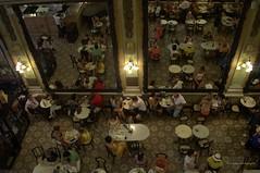 Doble dimensión de espacio y espejos (luisarmandooyarzun) Tags: iluminación liminosidad light luces comidas arquitectura gente food google urbana espacio espejos colombo confiteríacolombo fotógrafos fotografía photographer photography turismo brasil brazil