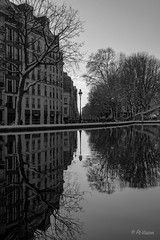 Canal hivernal (PL-Vision) Tags: miroir canalsaintmartin reflection mirror winter hiver neige water symmetry symetrie monochrome blackandwhite noiretblanc lamppost blackwhite