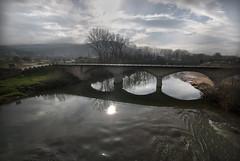 Puente (Frias ) (emubla) Tags: puente rio cielo frias burgos castillaleon paisaje agua