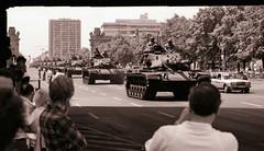 18.6.1989 Letzte Parade der Alliierten Schutzmächte Berlin (rieblinga) Tags: berlin west alliierten schutzmächte parade 1861989 panzer usa army strase des 17juni analog ilford fp 4 sw