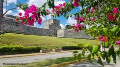 Bacalar-Quintana Roo-Mexico (johnfranky_t) Tags: quintana roo messico mexico johnfranky t samsung s7 mura maya strada road bouganville vasi nuvole garden prato
