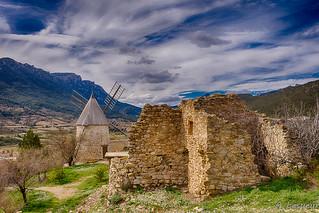 Cucugnan (Aude - France) et son moulin