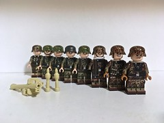 New figs! (Wehrabricks) Tags: tmc minifig german wwii ss oakleaf splinter blurred edge