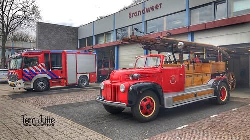 Oude en nieuwe Brandweerwagen, Driebergen-Rijsenburg, Netherlands - 0796