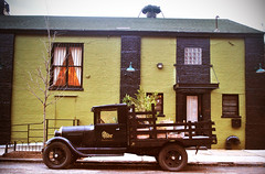 Red Hook antic shot (Harry Szpilmann) Tags: redhook vintage car urban architecture antic brooklyn nyc streetphotography newyork usa