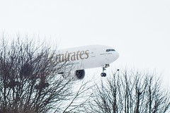 EMIRATES 777 INTO A SNOWY NEWCASTLE (Russell Photographic Images) Tags: newcastkeairport kiron pentax pentaxks2 manualfocus boeing777 emirates kiron70210f45