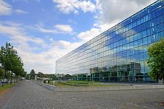 Dresden - Gläserne Manufaktur (www.nbfotos.de) Tags: dresden gläsernemanufaktur vw volkswagen architektur wolken clouds sachsen