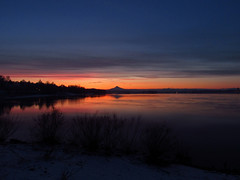 Sunrise at Columbia River and Mt. Hood (Jeff Hollett in Vancouver, WA) Tags: wintlerpark sunrise columbiariver mounthood clouds pacificnorthwest river washington