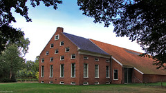 Groningen: Bellingwolde farmhouse (Henk Binnendijk) Tags: groningen netherlands nederland holland dutch province country boerderij farmhouse horse paard 1850 hoofdweg oldambtsterboerderij zaadzolder ramen monument architecture architectuur dwwg