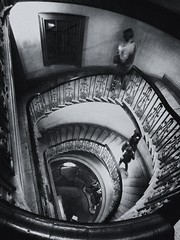 Round and round (jantoniojess) Tags: courtauld courtauldmuseum londres london spiral espiral inglaterra england stairs escaleras escalones perspectiva perspective monocromático blancoynegro