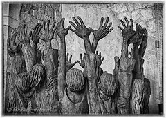 ...raise again (Manfreds.Fotoworld) Tags: monumento scultura legno monument art earthqueake church chiesa memoria memory wooden sculpture